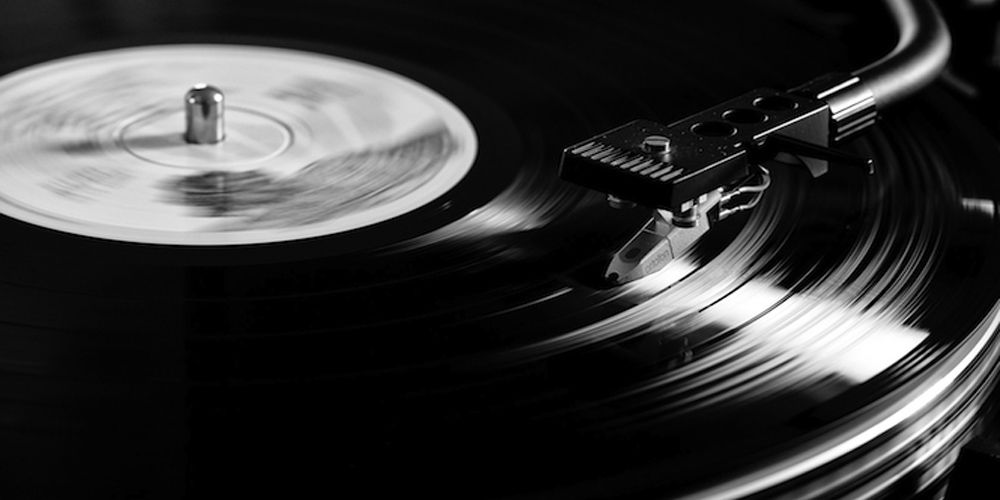 House music vinyl djs